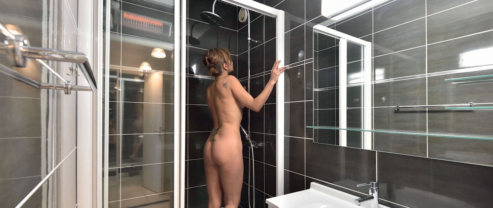 Bathroom with shower Arena naturist studio flat