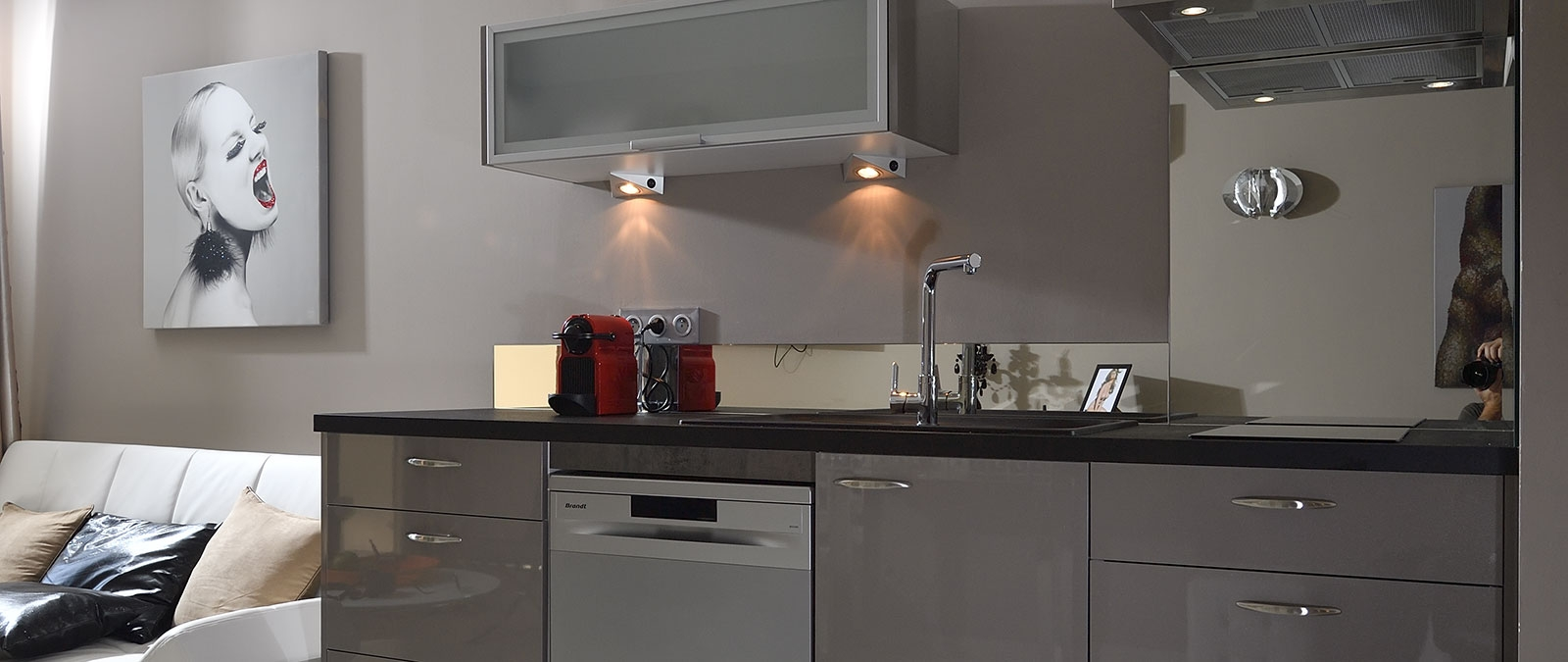 Kerylos studio flat rental with equipped kitchen