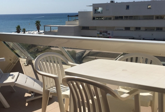 Classic naturist studio flat for rent with sea view terrace