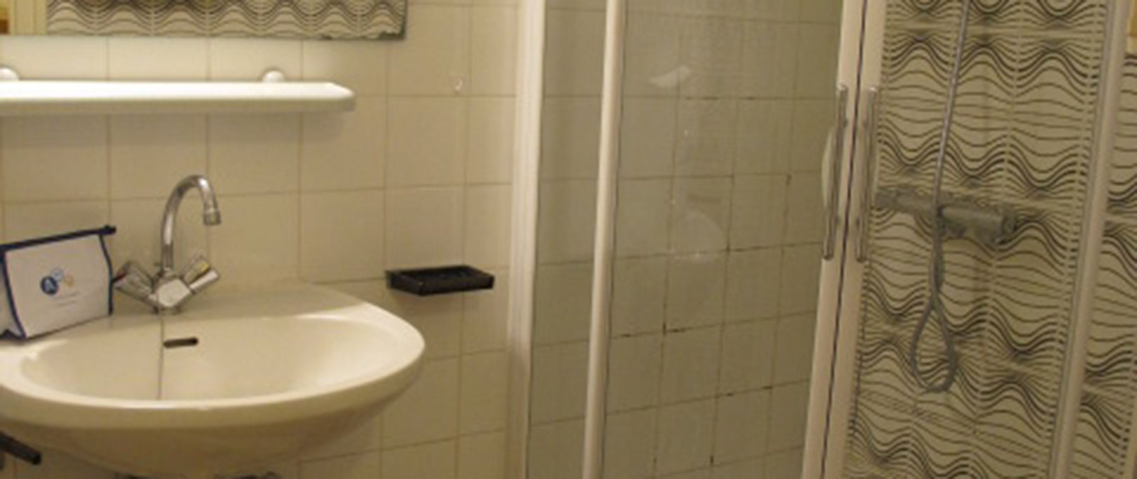 Bathroom Classic naturist studio flat for rent