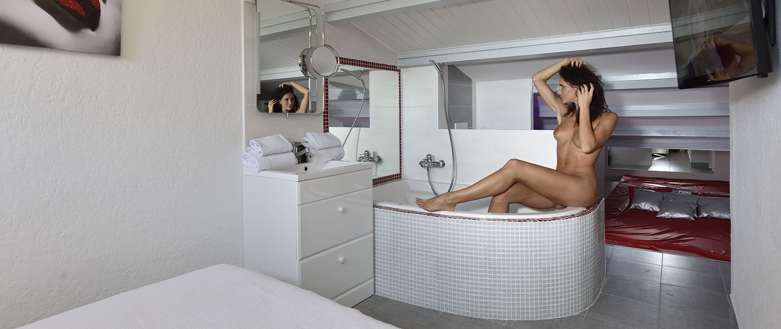 Parental suite with bath for a libertine rental La Coquine