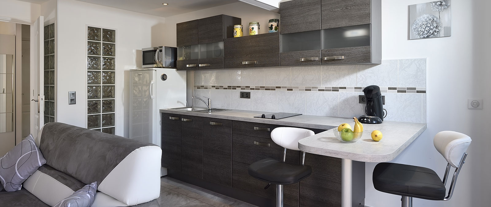 Equipped kitchen in the libertine Fifty Shades villa