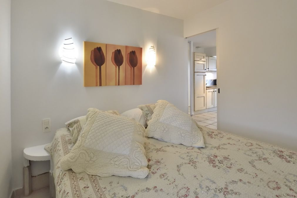 Bedroom with double bed Paprika libertine rental
