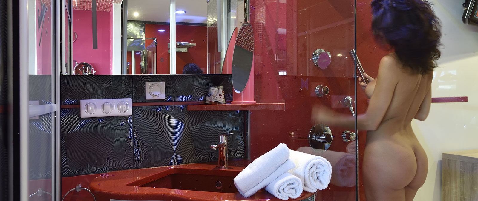 Bathroom with shower Amour Fou naturist studio flat for rent