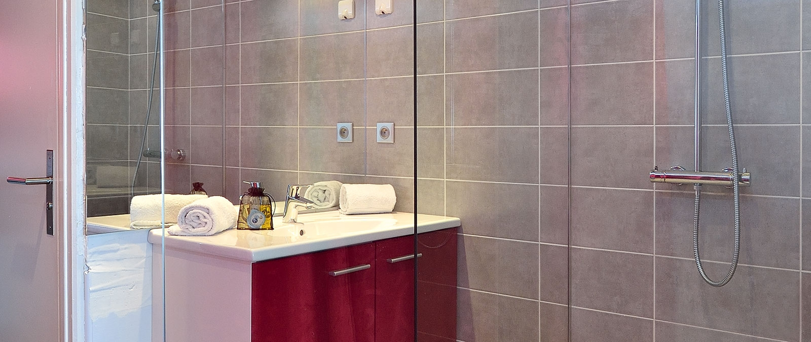Bathroom with shower Grenadine naturist studio flat for rent