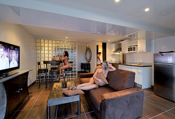 Steel naturist studio flat rental