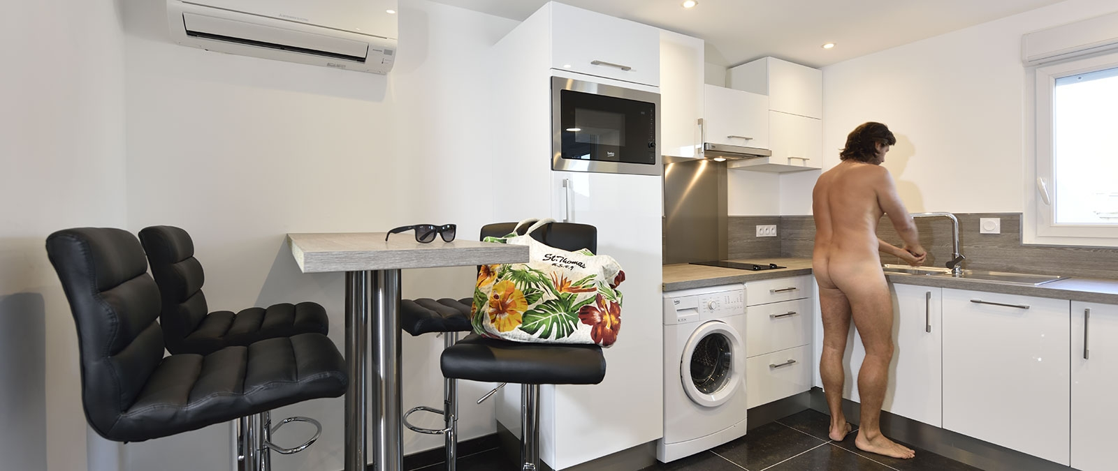 Equipped kitchen Faces naturist studio flat rental