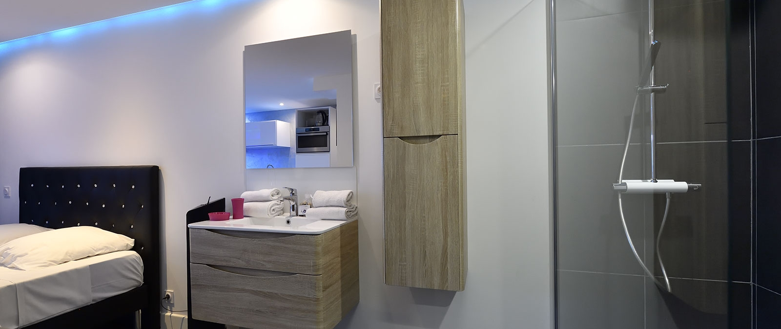 Shower area Blue Night libertine studio flat for rent