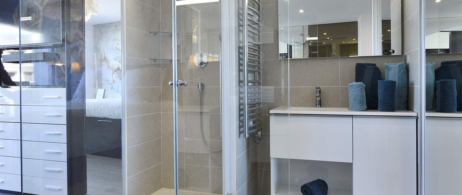 Bathroom area with Italian-style shower premium junior suite on the 1st floor